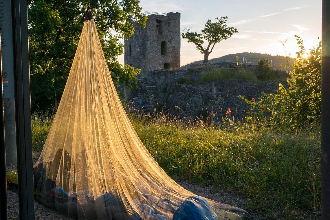 Sonnenaufgang an der Burgruine Neideck