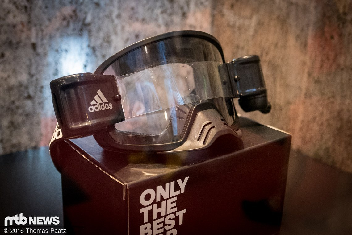 Die neue Adidas Backland Dirt mit abnehmbaren Rolloff-System für freie Sicht