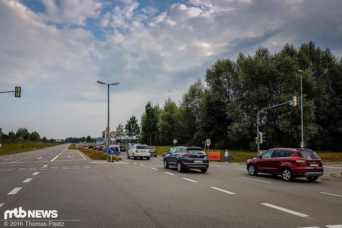 Eurobikezeit - Stauzeit! Wir fahren die 6 km selbstredend mit dem Bike und sparen uns das hohe Verkehrsaufkommen