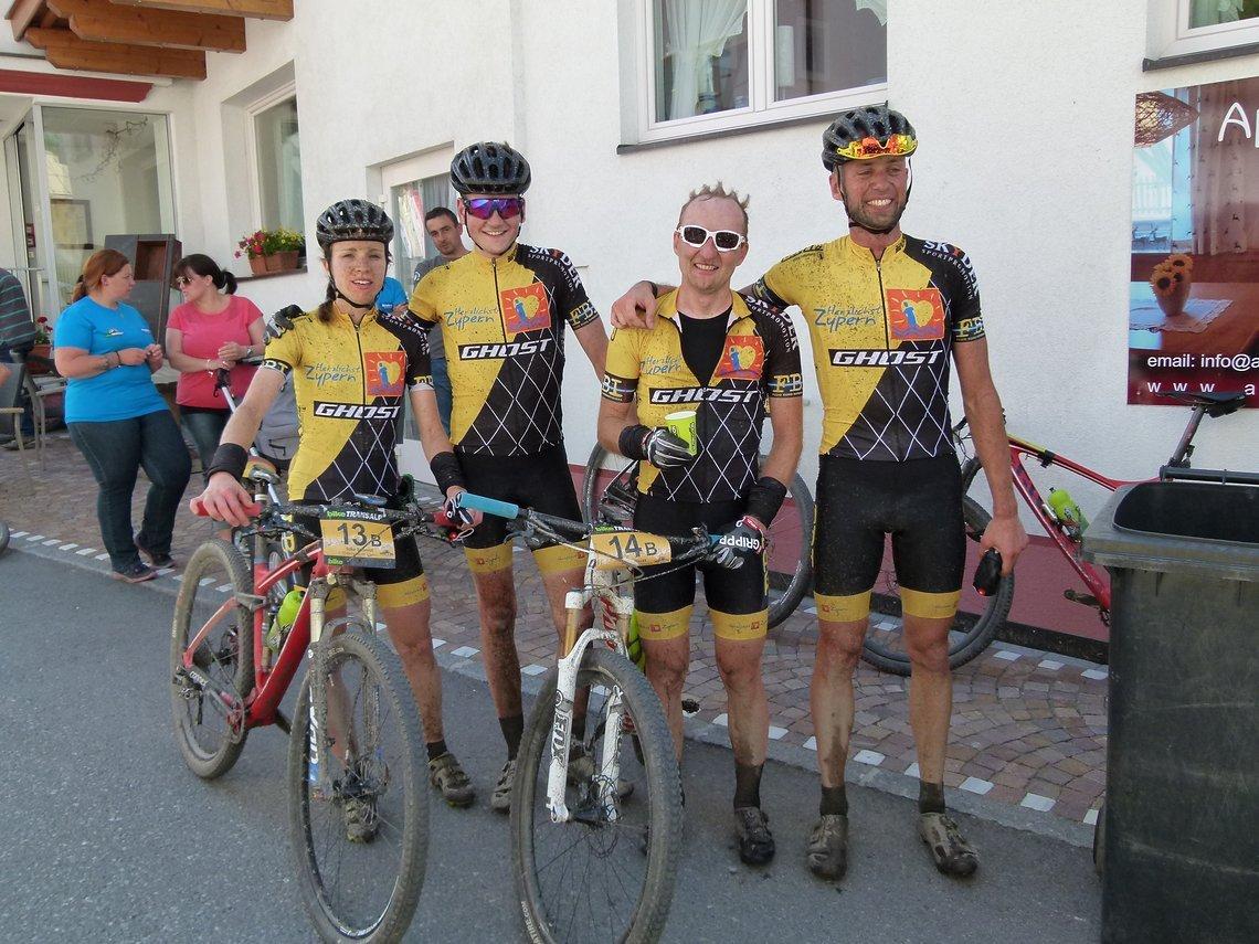 Team Herzlichst Zypern, die deutschen Marathonmeister Silke Ulrich/Sascha Schwindling und Jan Kaliciak/Phillip Maiser