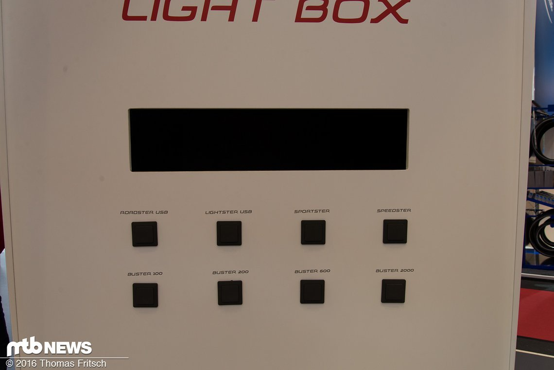 Auf dem Stand von Sigma gab es eine Box, an der die einzelnen Lampen getestet werden konnten.