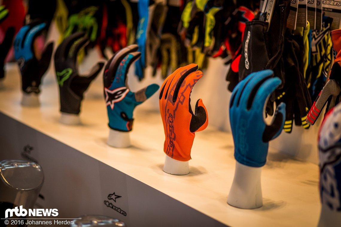 Auswahl verschiedener Handschuh-Farbvarianten