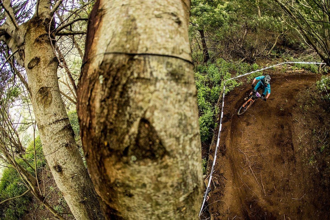 Loser Waldboden und ein absolut fantastischer Trail mit r-Riesen-Aussicht für Stage 8