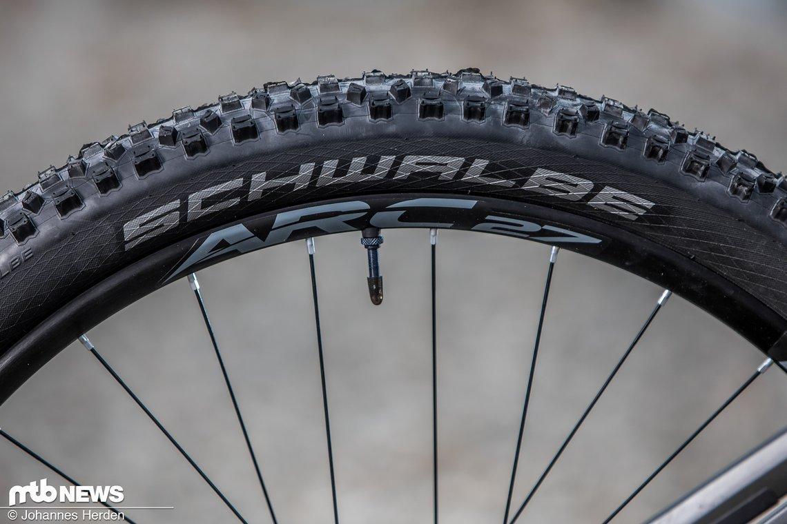 Die Laufräder mit Race Face ARC 27 Felgen hinterlassen im Test einen ordentlichen Eindruck