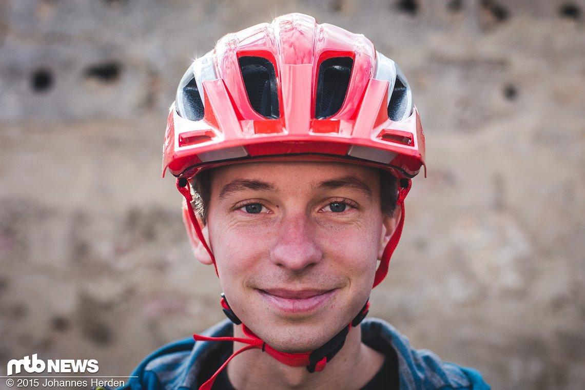 Das Visier des Helms ist nicht verstellbar