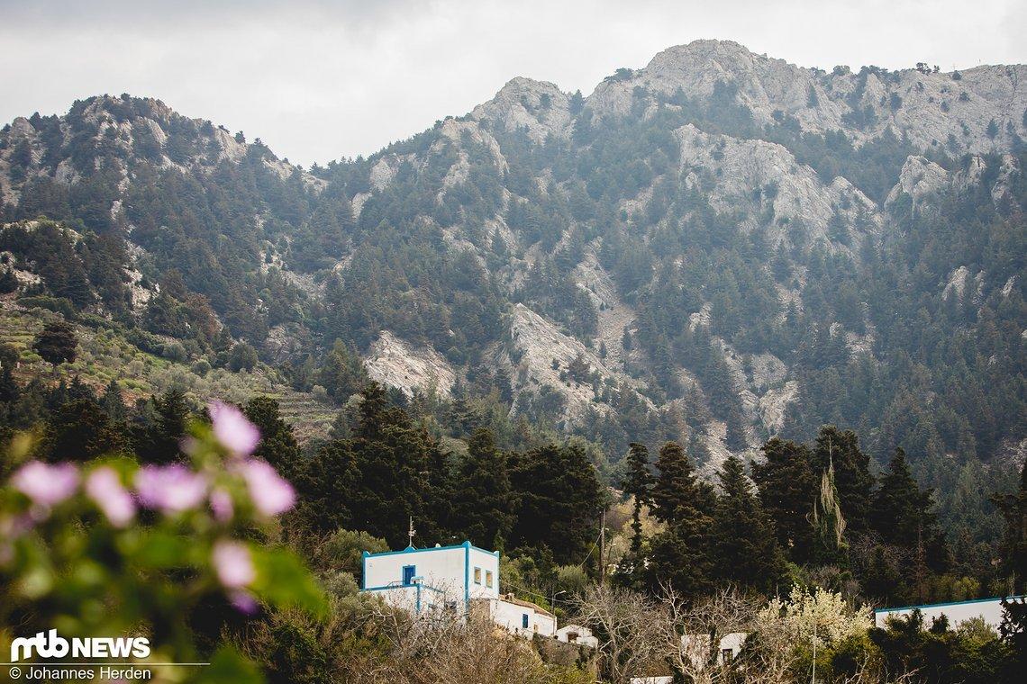 Nach dem Downhill ist vor dem Uphill. Mittagessen im Bergdorf Zia steht an
