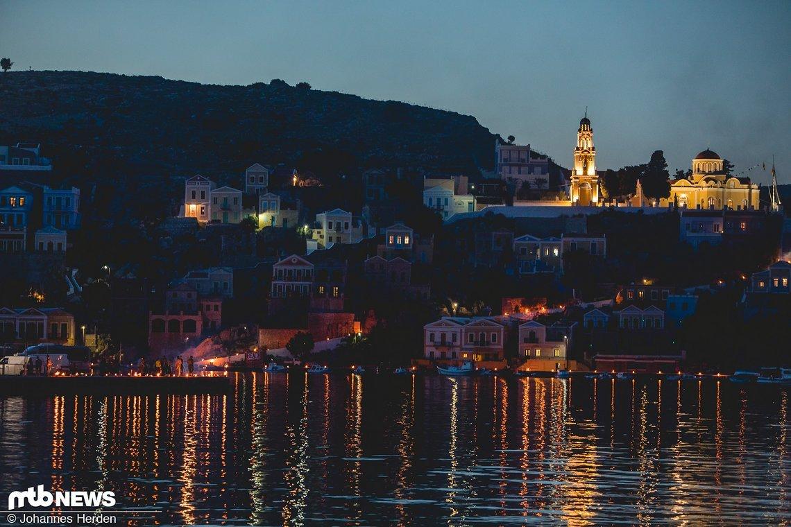Abends beginnt die Stadt zu leuchten...