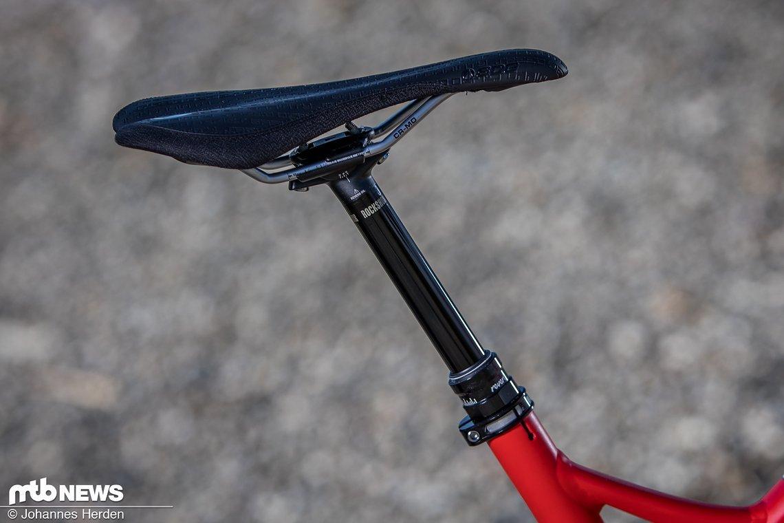 Als versenkbare Sattelstütze kommt eine RockShox Reverb mit innenverlegtem Kabel zum Einsatz.