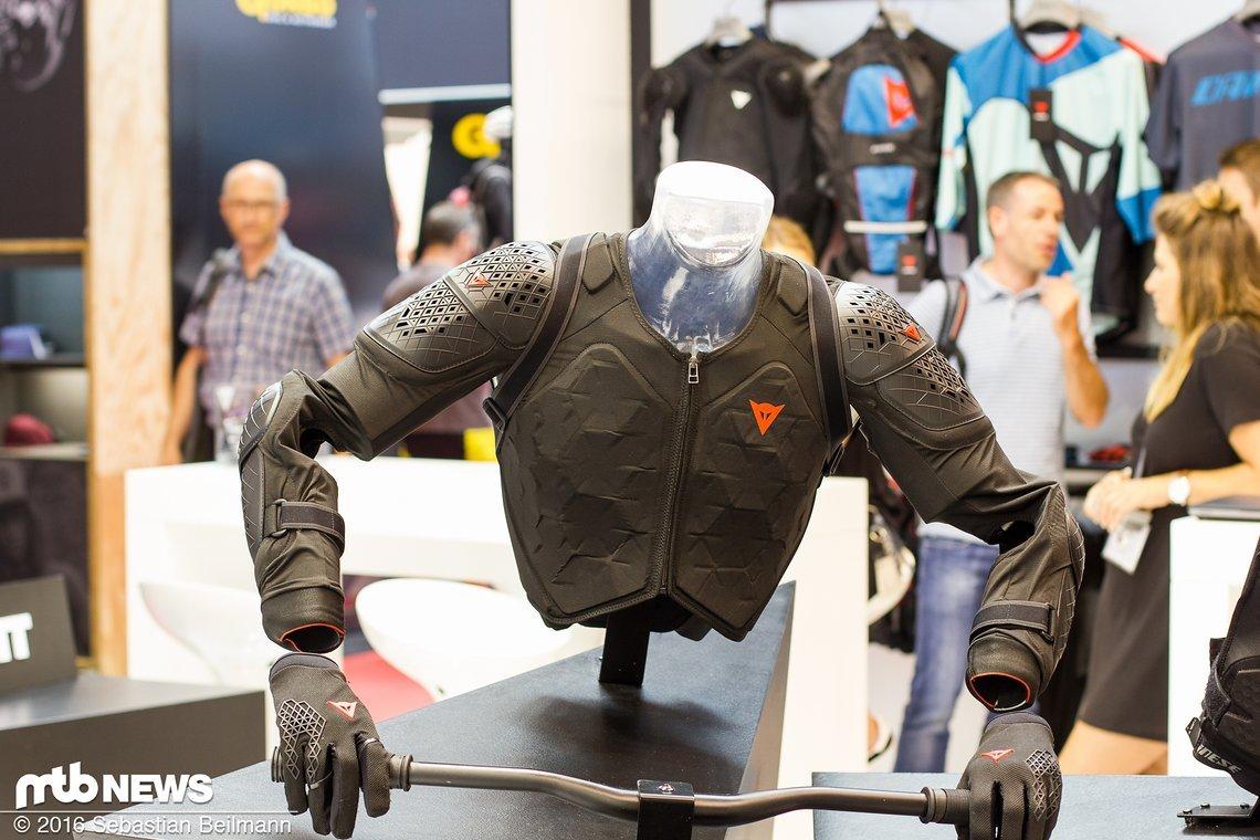 Bei der Entwicklung der Rhyolite Protektor-Jacke wurden menschliche Bewegungsabläufe genau analysiert...