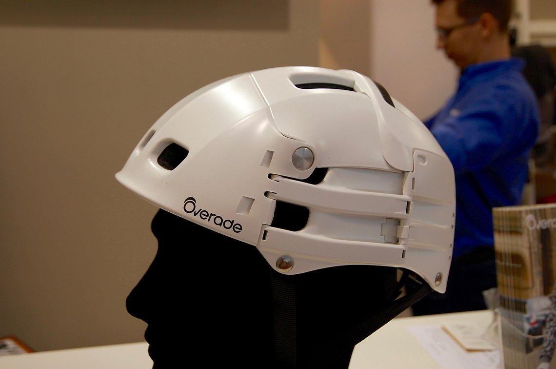 Wohin mit dem klobrigen Helm nach der Fahrt zum Meeting?