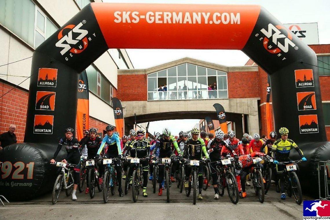Der Start der Langdistanzen, gegen Ende der ersten Runde muss man sich entscheiden - 55 km oder 100 km.