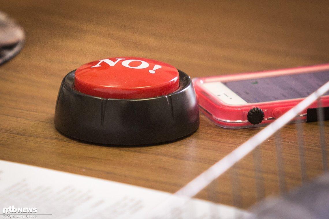 Wer wünscht sich diesen sprechenden Knopf nicht auf seinem Schreibtisch?