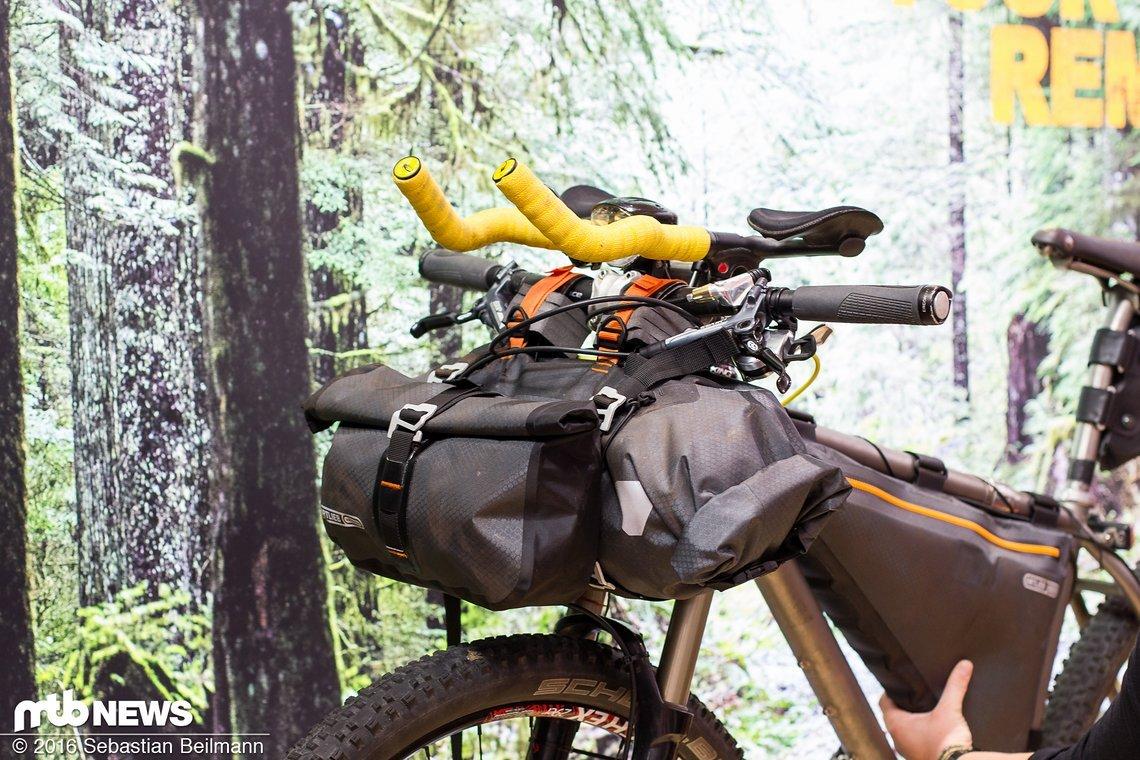 Dazu gibt es nochmal das ganze Programm an Bikepacking-Taschen zu sehen