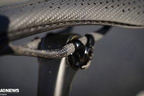 Das Sattelgestellt mit den Carbon-Streben übernimmt der S-Works Power mit Mirror...