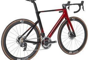 Arcalis C 22 56 Chrome Red Black rear MY22