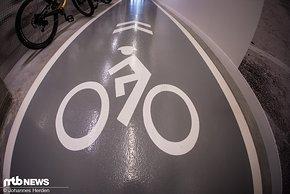 Ach ja, Rad gefahren wird hier tatsächlich auch. Weniger von den Angestellten als vielmehr von der Test- und Entwicklungs-Crew.