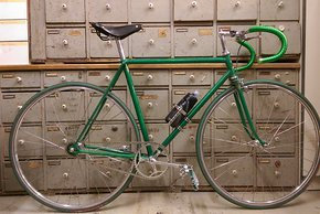 G(l)anz in Grün: der Renner der Woche ist ein Singlespeed, das auf einem klassischen Bahnrahmen basiert.