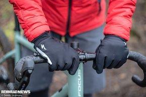 Gefütterte winddichte Handschuhe eignen sich ebenfalls für sehr kalte Tage