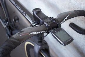 Die Kilometer bei den gerne besuchten Langstrecken und Triathlon-Events loggt ein Wahoo am Zipp-Carbonlenker