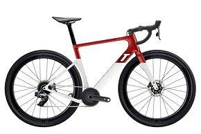 Außerdem bietet 3T wie gehabt Ready To Paint als Alternative an – hier mit einer Custom-Lackierung in Rot-Weiß