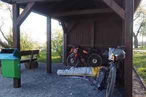 Wer in Schutzhütten schläft, kann das Zelt auch bei Regen sparen