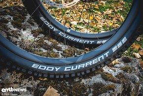 Du suchst einen langlebigen Reifen für dein E-MTB? Der Schwalbe Eddy Current könnte der Richtige für dich sein.