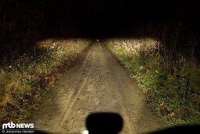 Einen Hauch dunkler ist die schwächere Stufe des Abblendlichts.