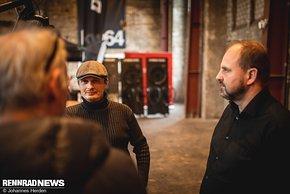 Werkstattleiter Sascha Schneider und Inhaber und Entwickler Andreas Kirschner (rechts) von Falkenjagd