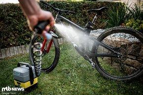 Mit etwas zusätzlichem Wasser-Volumen haben wir unsere Bikes immer zuverlässig sauber bekommen.