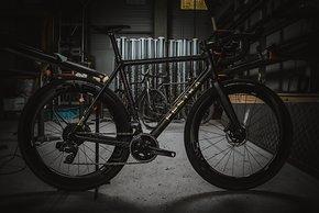 Das Festka Rover X Gravel Bike mit Sram Force eTap AXS