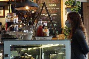 Im Café Velo in Interlaken gibt es zum Start ein Bananenbrot
