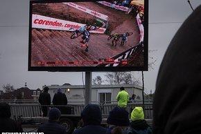 Die steile Treppe vor dem Schräghang aus TV-Perspektive