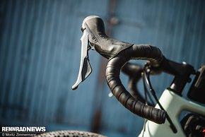 Der Lenker mit geringem Reach und Drop passte für uns perfekt zum Charakter des Bikes.