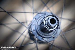 ... bei der Hinterradnabe sind Konusschlüssel als Werkzeug nötig.