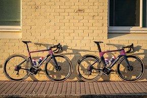 Nebeneinander gestellt wirken die Unterschiede zwischen den beiden Bikes nicht riesig