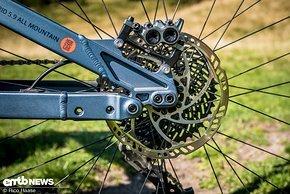 180 mm Bremsscheibe an einem E-Mountainbike mit einem Lebendgewicht von über 25 kg – sorry – aber das ist ein No-Go