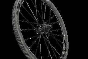 Das Hinterrad wiegt ohne Felgenband und Ventil 675 Gramm.