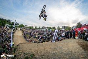 Patrick Schweika flippte ebenfalls über den Whip Off-Hügel