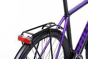 Für Gepäckträger und Radschützer wird ein Steg angebracht