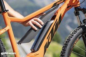 Die Abdeckung aus Plastik schützt den Bosch-Akku vor Witterung und lässt das Rad optisch cleaner wirken