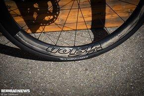Auf die neuen Vision Team SL Laufräder in 45 mm Höhe sind Continental GP5000 Tubeless-Reifen in 28 mm aufgezogen.