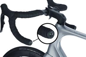 Ähnlich wie Shimano, hat auch Classified eine Elektronikeinheit mit LEDs für das Lenkerende entwickelt.