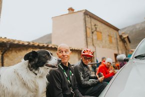 pyrenees-orientales-altitude-adventures-mtb-outsideisfree-lunch-Steve-doggo