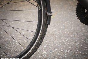 Die Schutzbleche decken den Reifen vergleichsweise weit ab – vorne war der Abstand zum Reifen klein