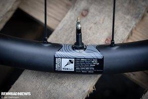 Mit einer Gewichtsfreigabe bis 120 kg sind die Carbon-Laufräder recht gut aufgestellt für Bikepacking.