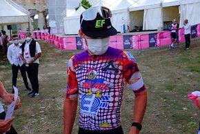 Beim Giro hat EF Cycling das Pink gegen Rapha Kits im Palace Design getauscht