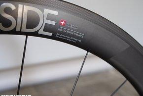 Mit 17 mm Maulweite empfiehlt Swiss Side vorne einen 23 mm-Reifen und hinten einen 25 mm-Reifen für beste Aero-Leistung
