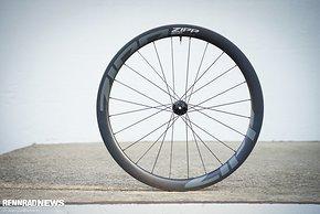 Beide Laufräder sind mit 24 gebogenen Speichen aufgebaut