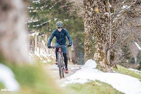 Mit dem Mountainbike lassen sich auch steile Anstiege bequem erklimmen