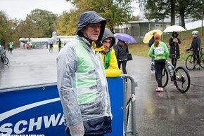Die Helfer waren für den Regen gerüstet